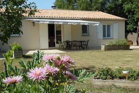 Chambre chez particulier maison plain-pied - Saint-Porchaire - Rumah