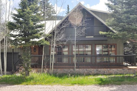 Beautiful Mountain Cabin Home on River - Red River - Cabane