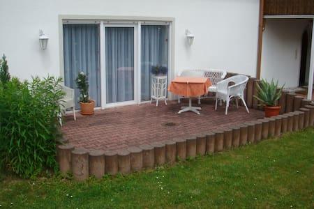 Ferienwohnung in Bad Elster / H.-Heine-Straße 1 - Huoneisto