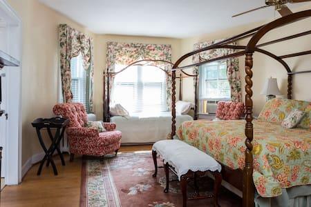 Inn on Poplar Hill Magnolia Room - Orange