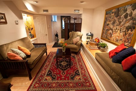 Executive Underground Suite - Toronto - Bed & Breakfast