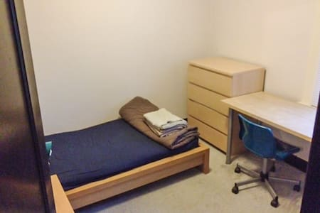 Phillips Ave Room 4