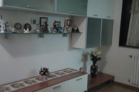Appartamento ideale per  famiglie - Taverne D'arbia - Lejlighed