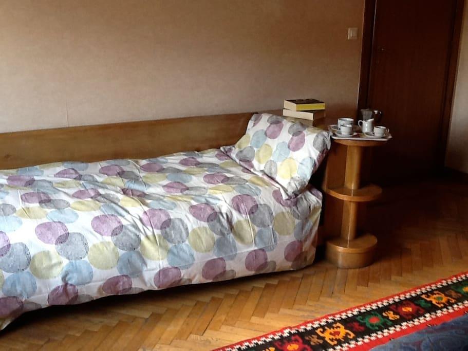Letto singolo nella tripla, Single bed