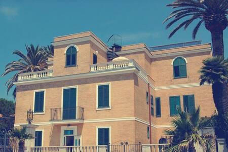 Appartamento in villa fronte mare