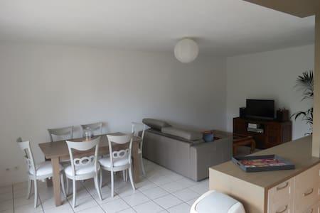 Appartement lumineux avec balcon proches comodités - Wohnung