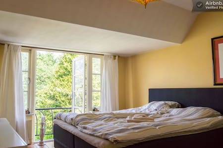 Luxurious bedroom nr Schiphol WiFi - Badhoevedorp - Maison