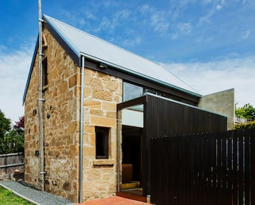 Beautifully Restored Barn in Hobart - West Hobart - Hus