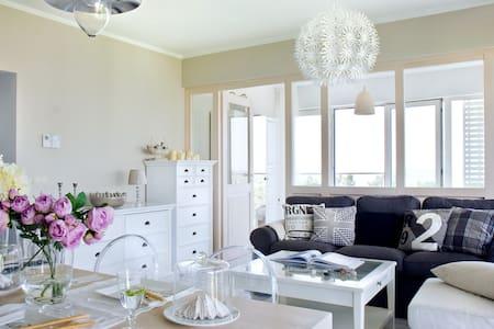 Duży apartament przy plaży z widokiem na morze - Apartament