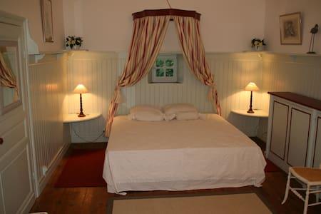 La « Chambre de la Dame » à Bareït - Bed & Breakfast
