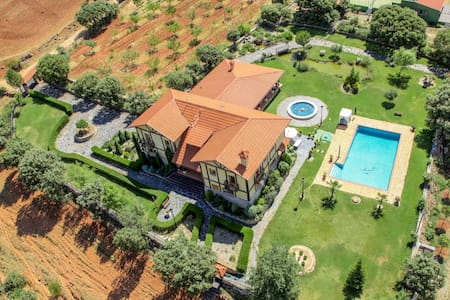 Magnificient Villa- 9 BD (20people) - Casa de camp