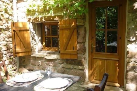 Riverside Cottage with garden - Semur-en-Auxois - Casa