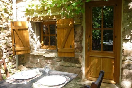 Riverside Cottage with garden - Hus