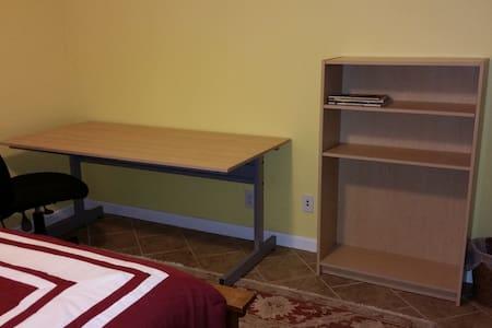 Lakeside room in home - Denville - Casa