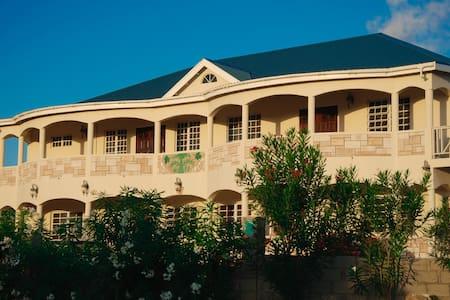 3-bedroom suite: Suite Serenade - St John's