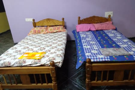 spacious rooms with beds ! - Mapusa