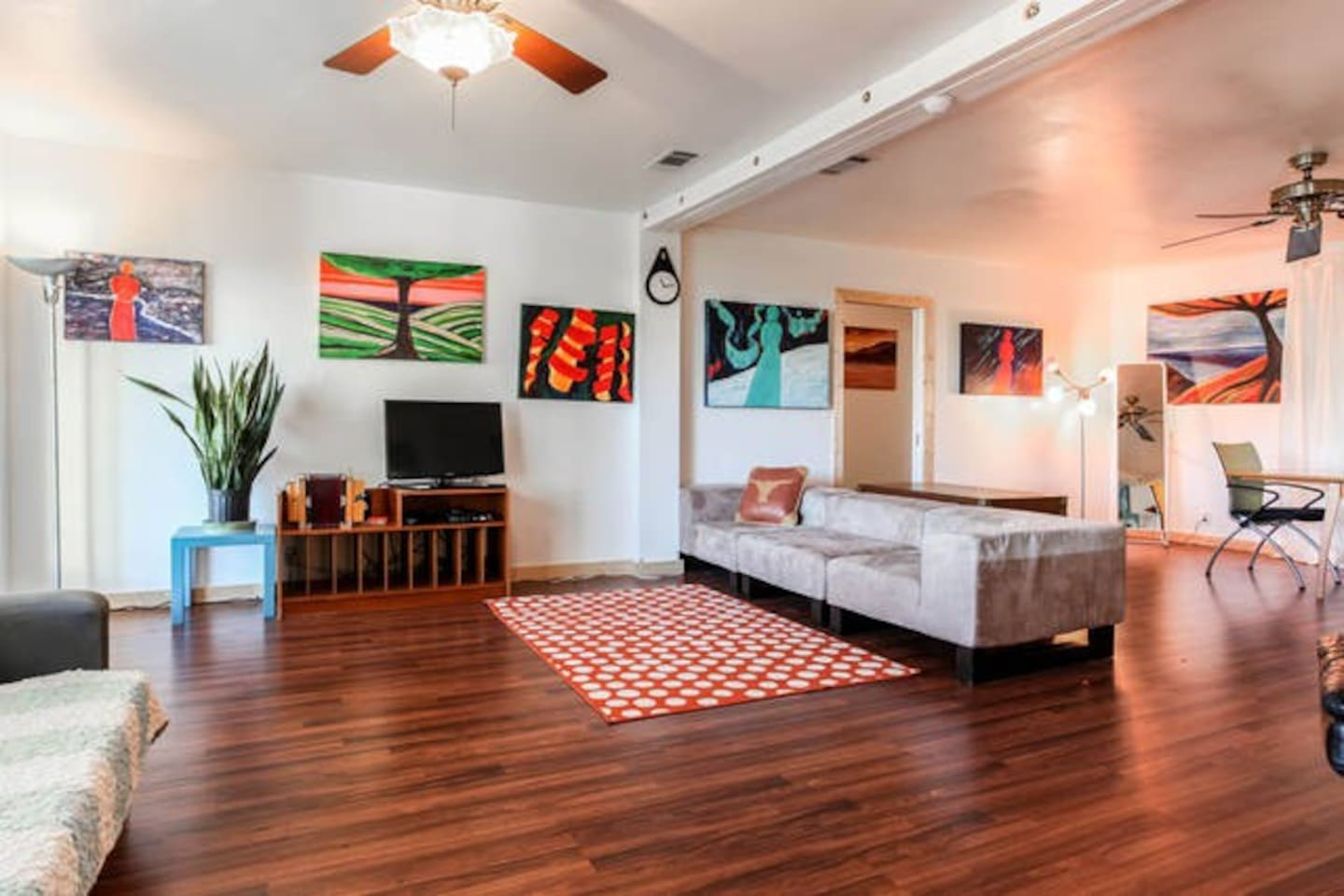 Welcome to our spacious 3/2 on the boardwalk in downtown Austin. I love hosting and want to make your group trip easy. I can provide housing, group activities, and group transportation. Read my reviews and check out all the photos!