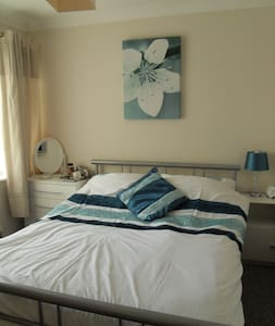 Simple B & B in quiet, clean home - Drayton - Bed & Breakfast