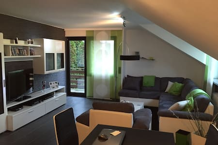 Moderne Wohnung mit großer Küche - Huoneisto
