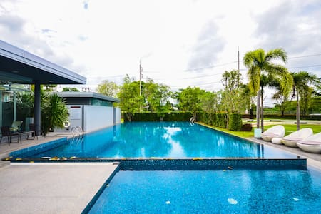 3 Bedroom Shared Swimming Pool - House