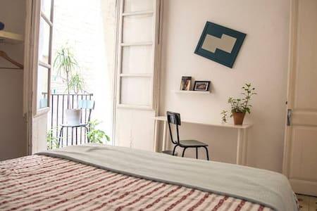 Spacious, bright double in El Born - Barcelona - Apartment