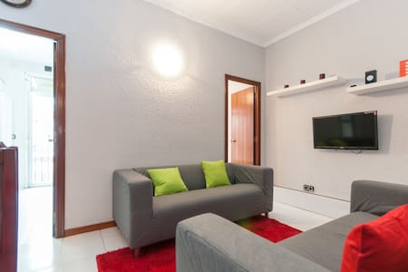 Apartment for rent a days located in the city center where the majority of the interesting places to visit in Barcelona is by foot from the apartment and also the apartment is located in the class neighborhood of the city of Barcelona.