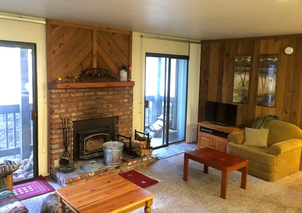 Snow! 1BR+ steps from Village Gondy
