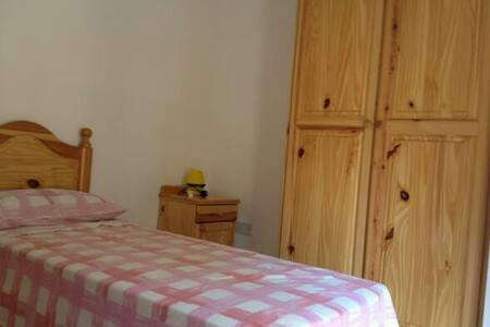 Single room with Private bathroom - Byt