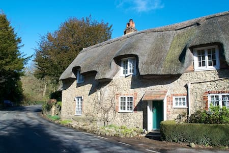 Isle of Wight thatched cottage - Shorwell
