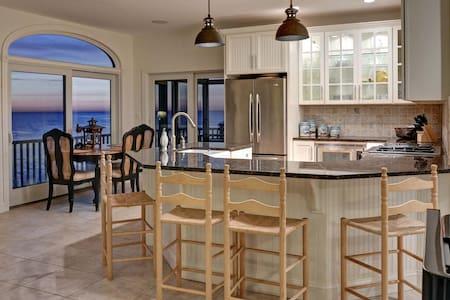 Stunning Waterfront Estate - Casa
