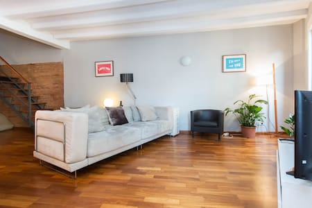 Hello and thank you for checking out this space. The apartment is location is in the heart of the trendy Borne area. The apartment is cozy and will provide you with an amazing experience. It´s a duplex in a building over 250 years of age.