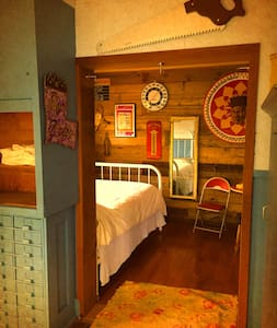 Folk Art HonkyTonk Bedroom & bath near Lafayette - Egyéb