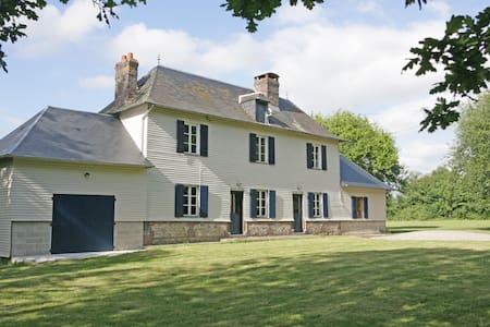 Magnificent 18th century farmhouse - Saint-Christophe-sur-Condé - Talo