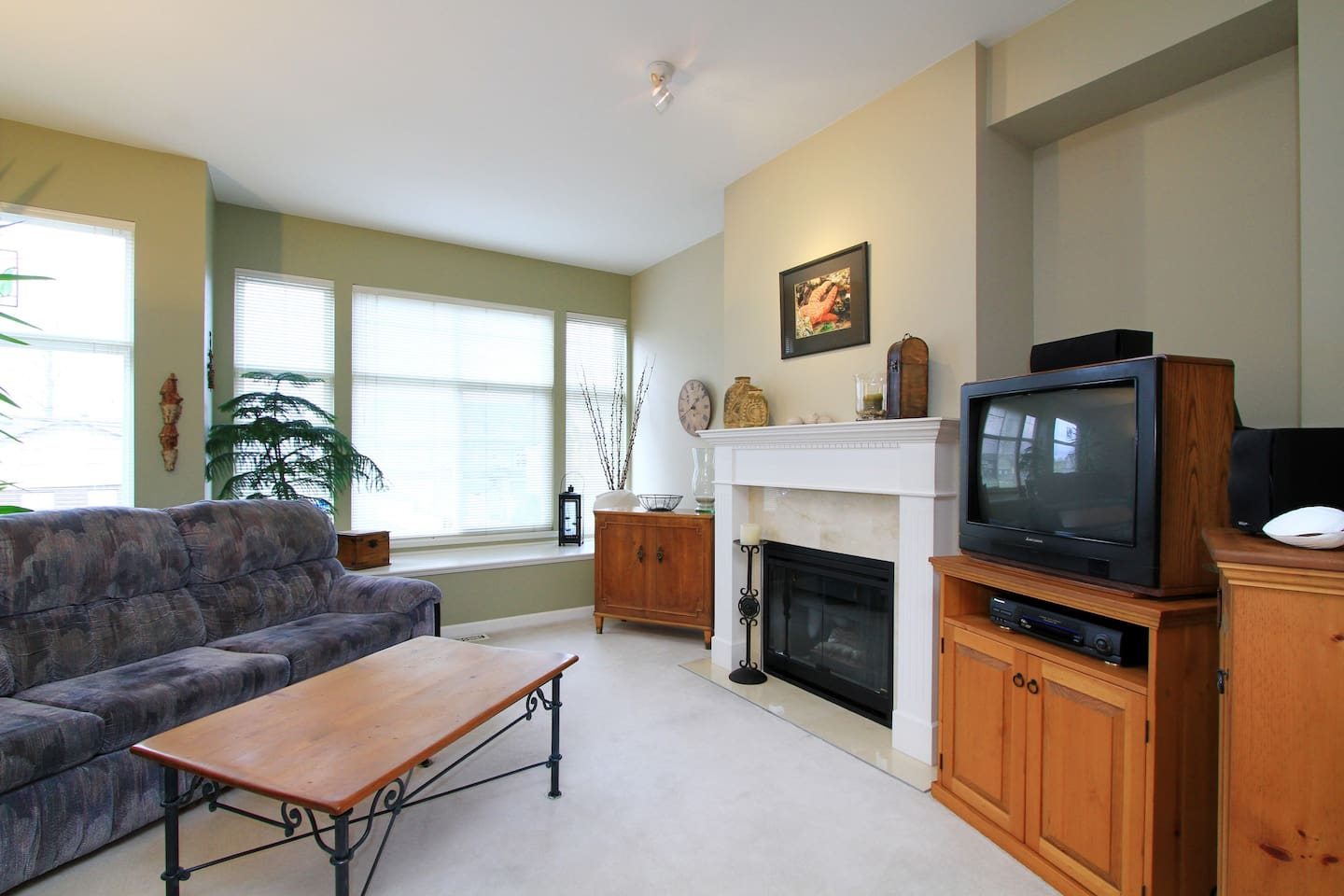 Bright Clean 2 Bed 2 Bath Townhouse