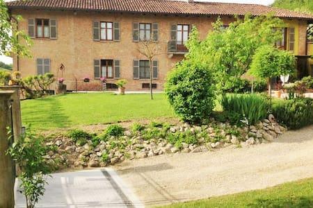 Cascina in campagna - Montegrosso d'Asti