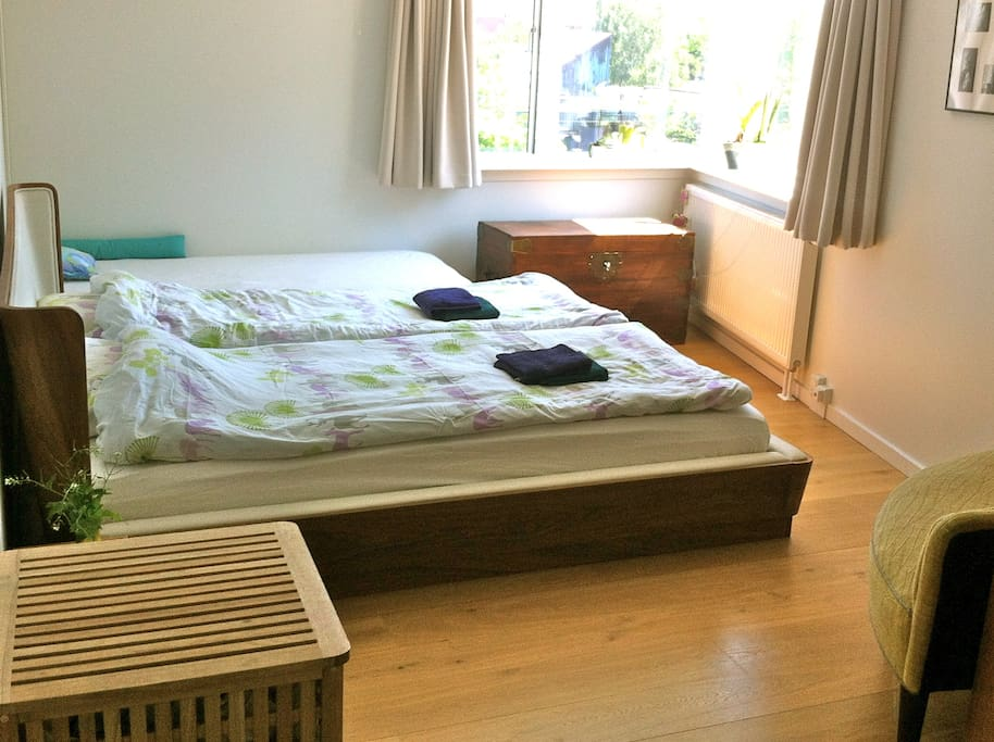 'master' bed room, w doubble bed, 2 extra lux mattresss & childrens mattress