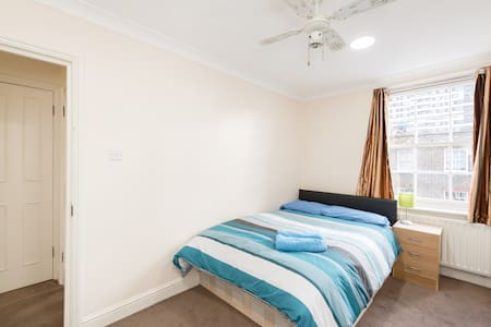 Close to Oxford Street Apt for 10 P