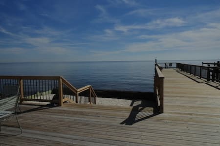 waterfront on the Delaware Bay NJ - Hus