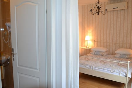 200 METER TO ZAGREB AIRPORT PLESO - Velika Gorica - Bed & Breakfast