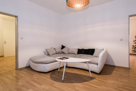 3Room flat at Pasinger Marienplatz - Apartamento