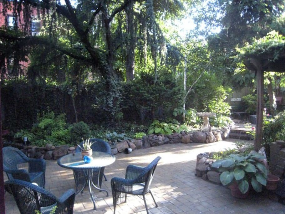 Have your breakfast in the landscaped garden.