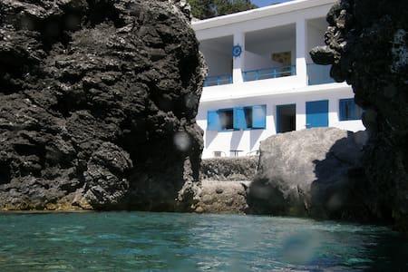 a special seafront studio! - Kerames