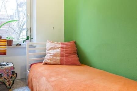 Innenstadtnahes Zimmer, Gostenhof - Neurenberg - Appartement
