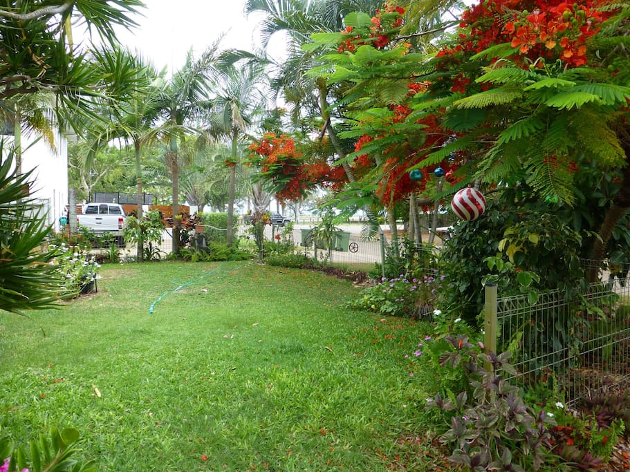 Front yard with view to park and beach