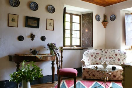RIVIERA:  THE PAINTER'S HOUSE, lovely for 6/7 - Mocònesi
