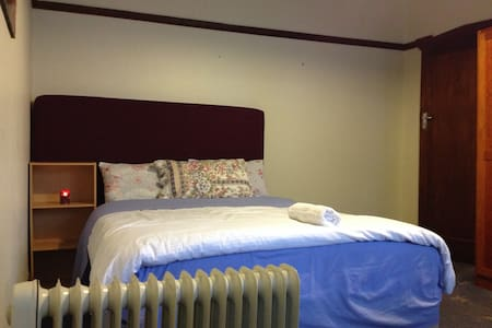 This is a Large Private Lockable Room with a Queen bed and a single bed plus a Large Futon in a large four bedroom house on the main road in New town, Hobart Centrally located and thoughtfully designed with structural decorated high ceilings.