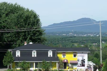 Entre campagne et ville panoramique - Sainte-Catherine-de-Hatley - Bed & Breakfast
