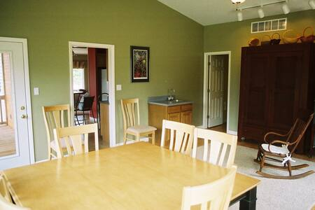 Cottage in Missouri Wine Country - Haus