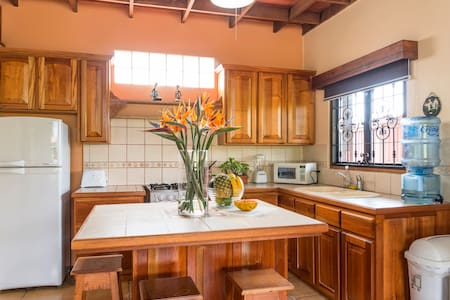 Top Rated Coffee Ranch Guesthouse - San Isidro de Heredia - Villa