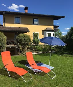 Own room with private bath & garden in Hallein - Adneter Riedl - Huis